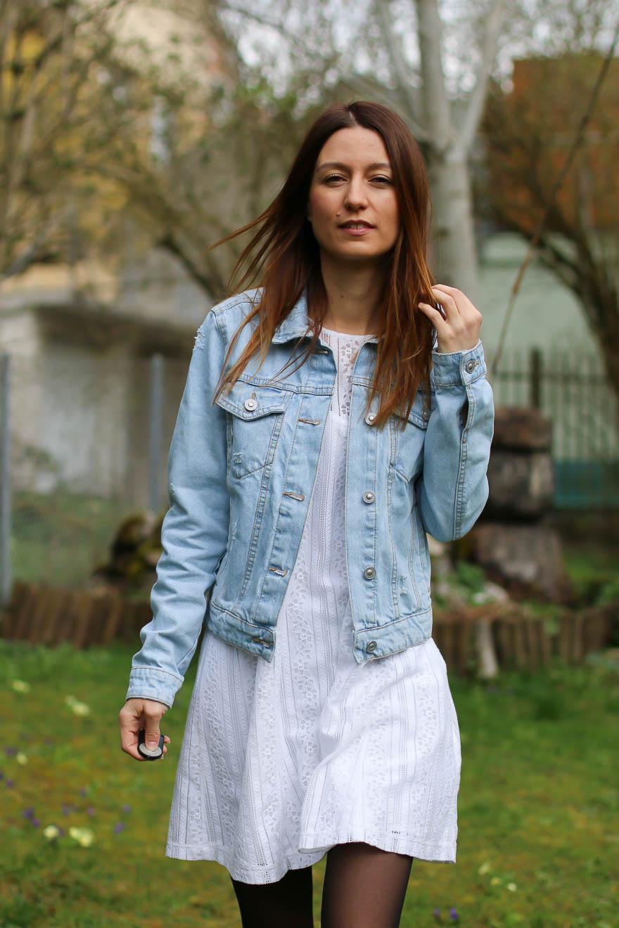 veste-jeans-robe-blanche1