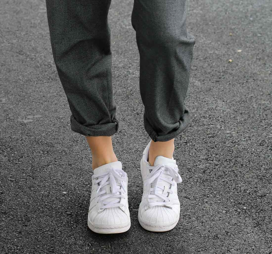 pull-noir-pantalon-gris3