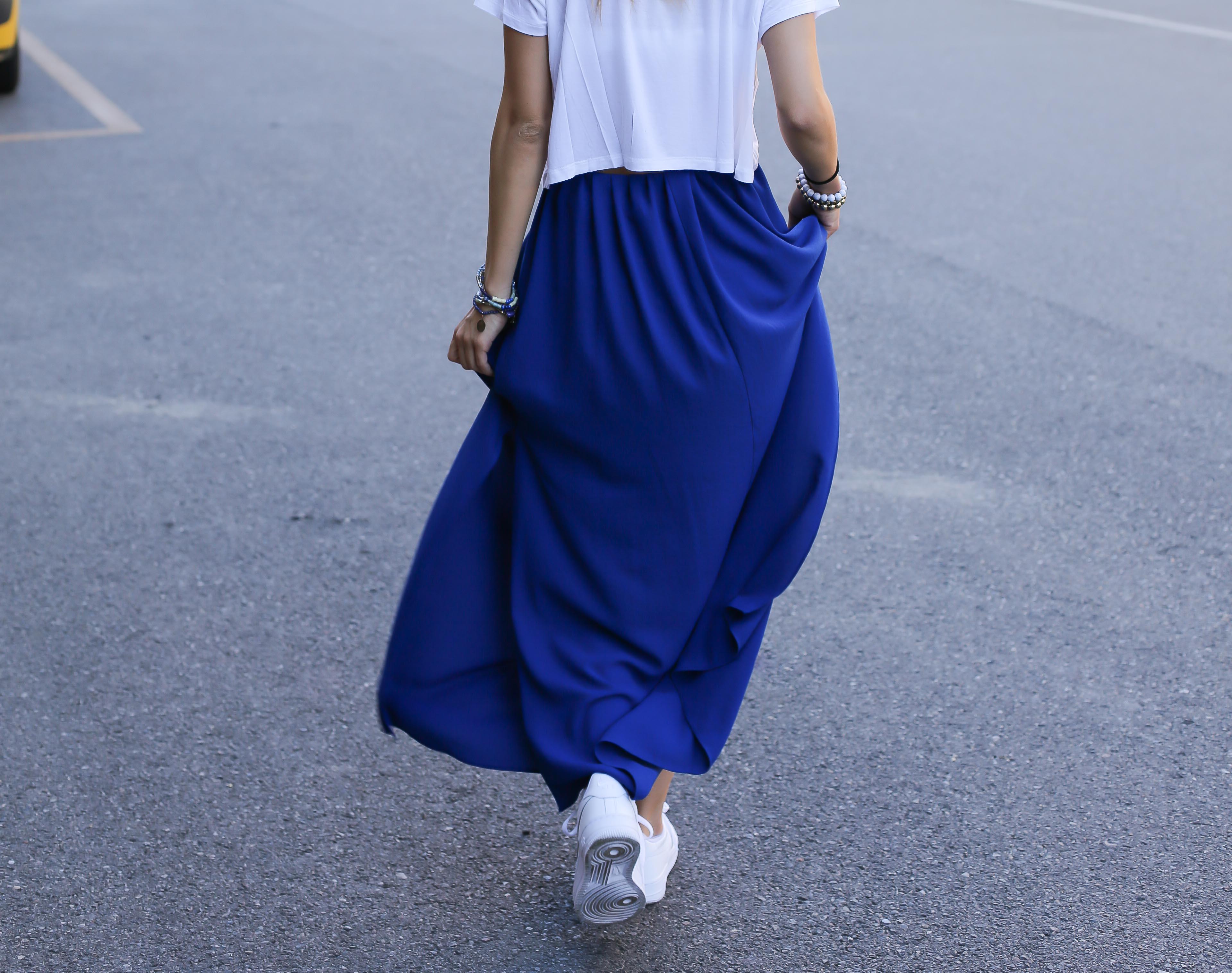blog-mode-robe-bleue-baskets-blanches3