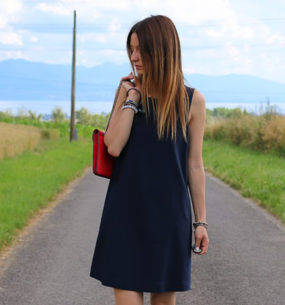 Robe, Converses & sac rouge