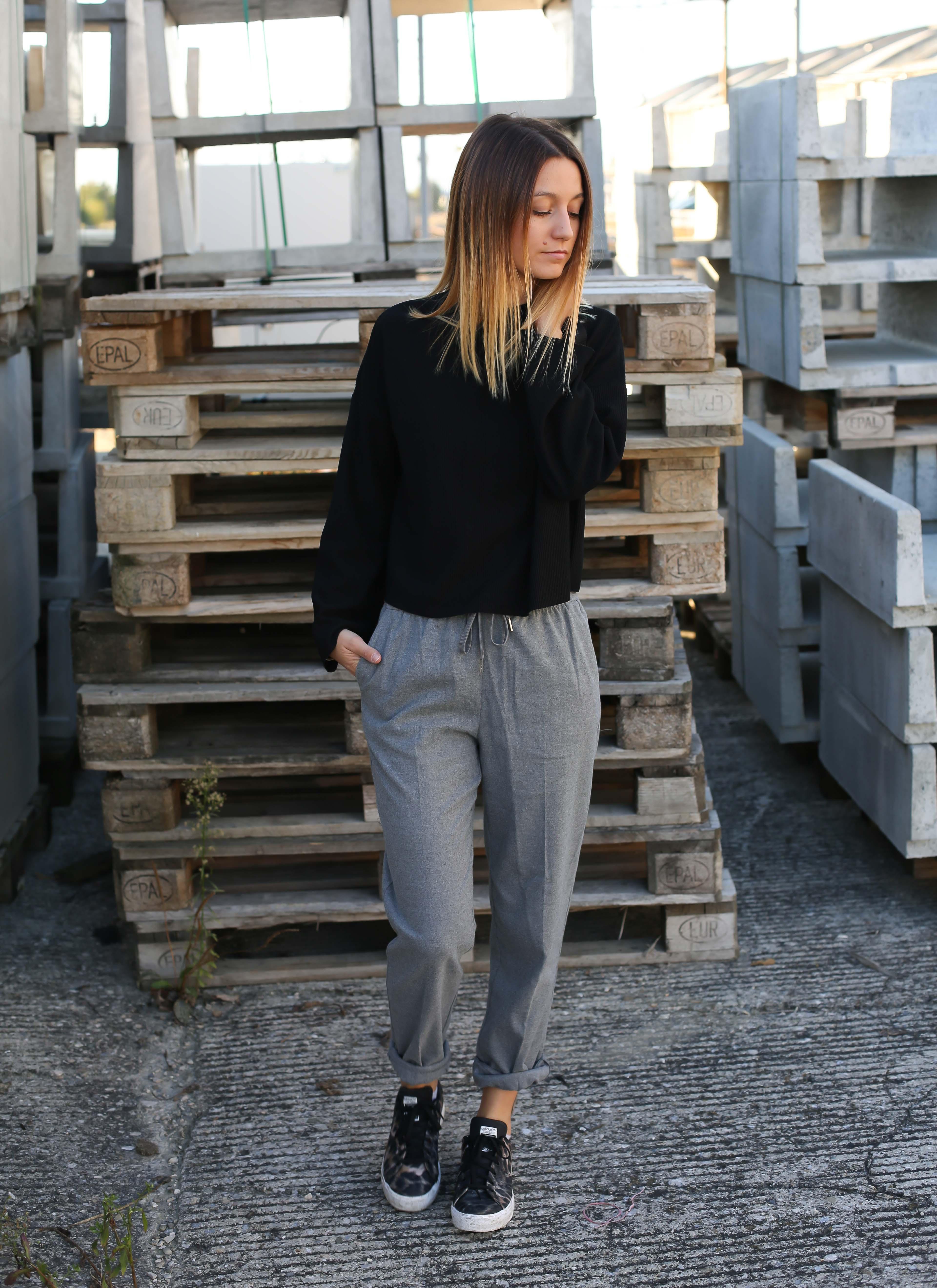 blog-mode-pantalon-gris-pull-noir-chaussures-leopard1