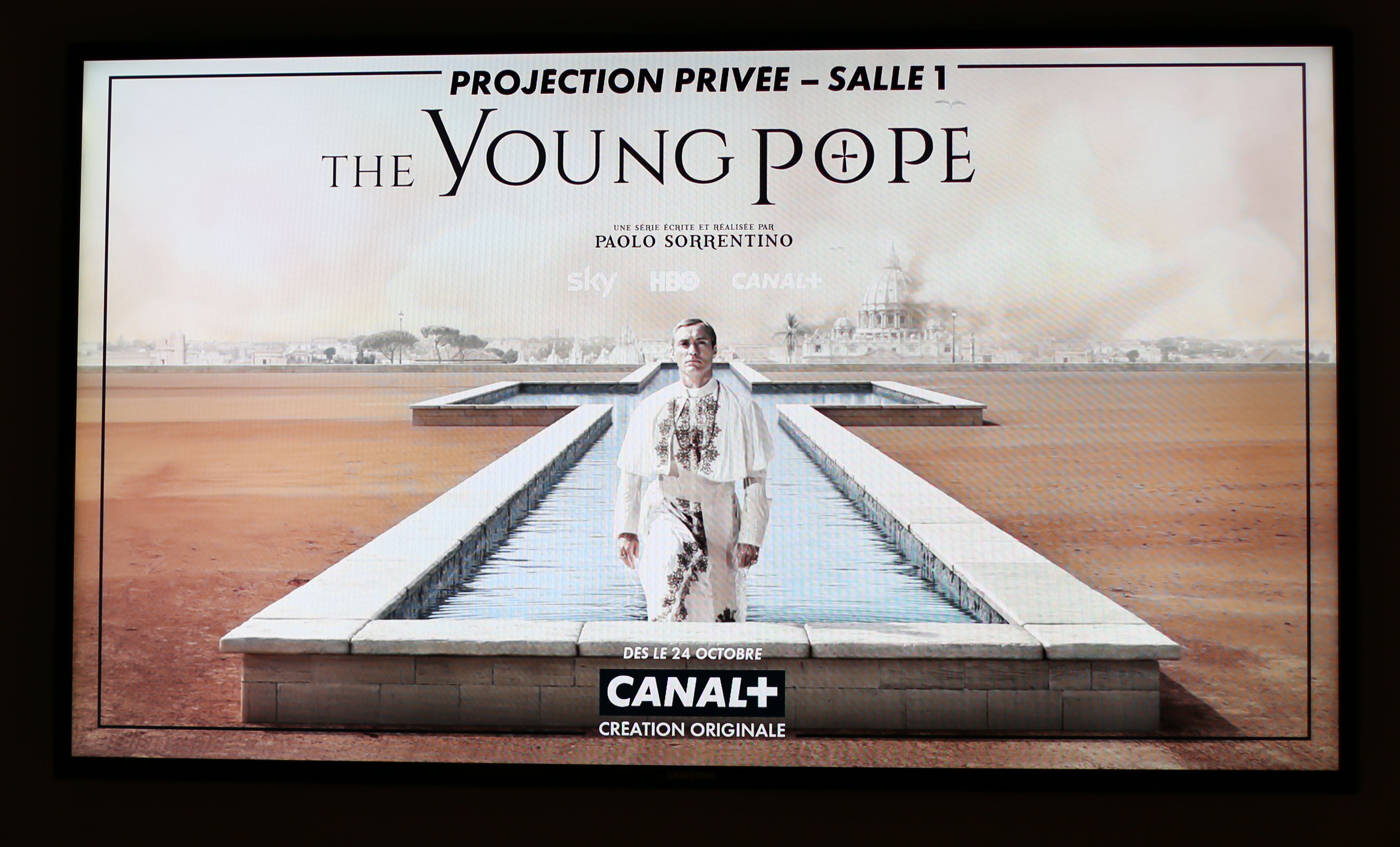 the-young-pope-une
