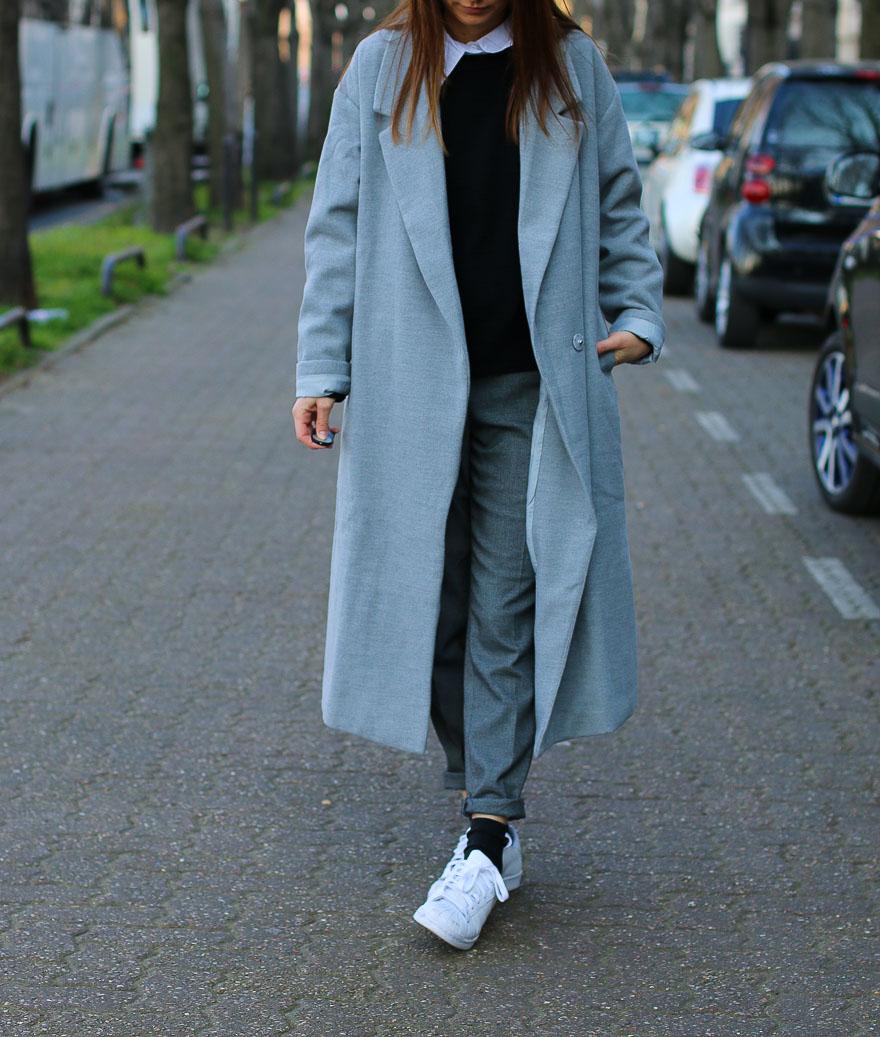 long-manteau-gris-superstar-blanches10