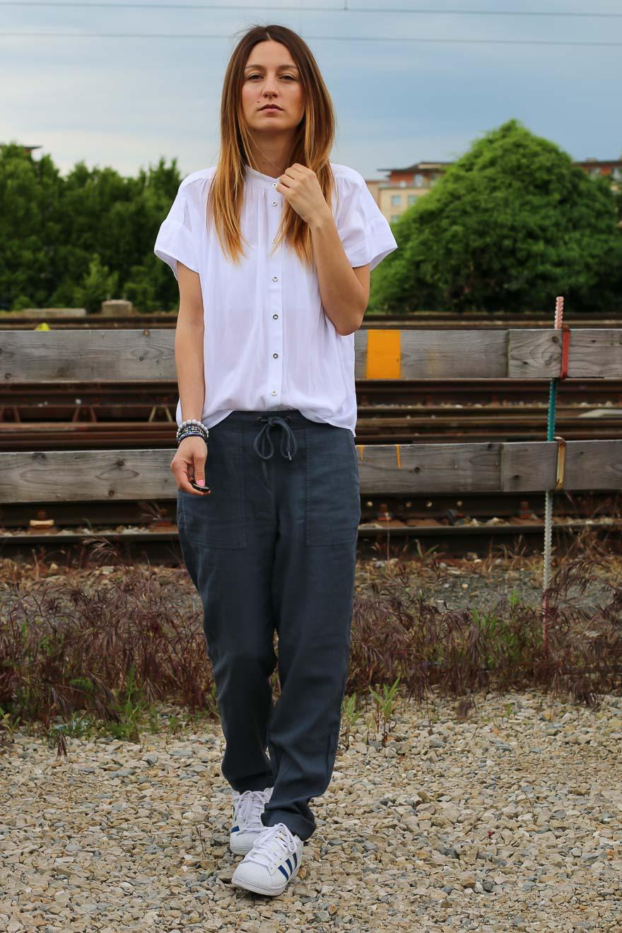 chemise-blanche-pantalon-bleu1