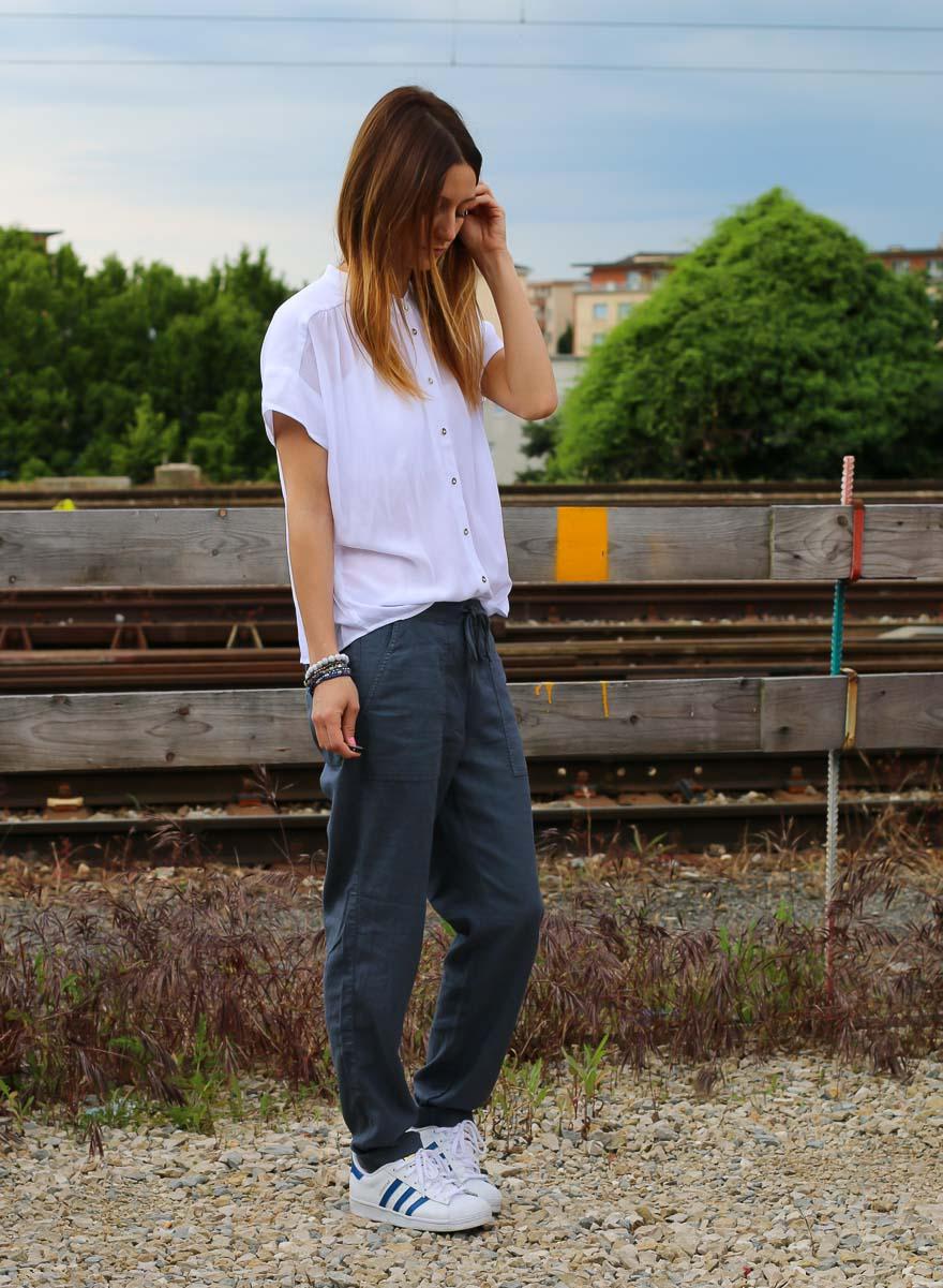chemise-blanche-pantalon-bleu2