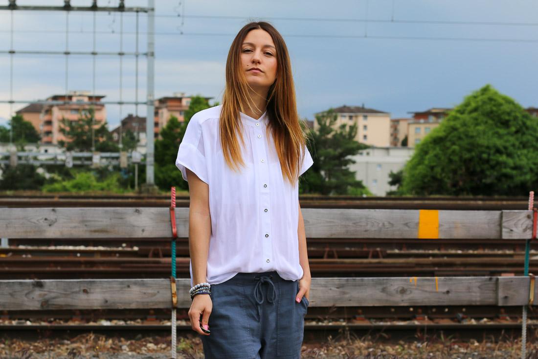 chemise-blanche-pantalon-bleu3