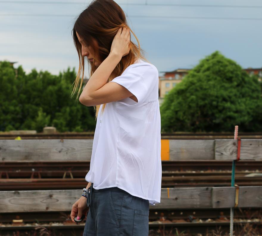 chemise-blanche-pantalon-bleu4