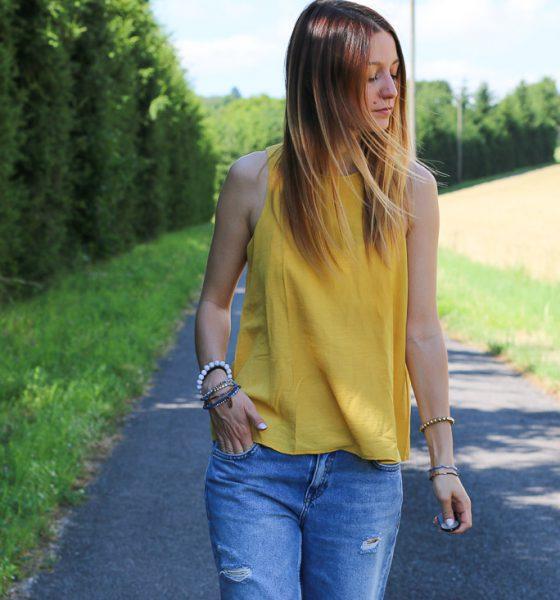 T-shirt jaune & jeans