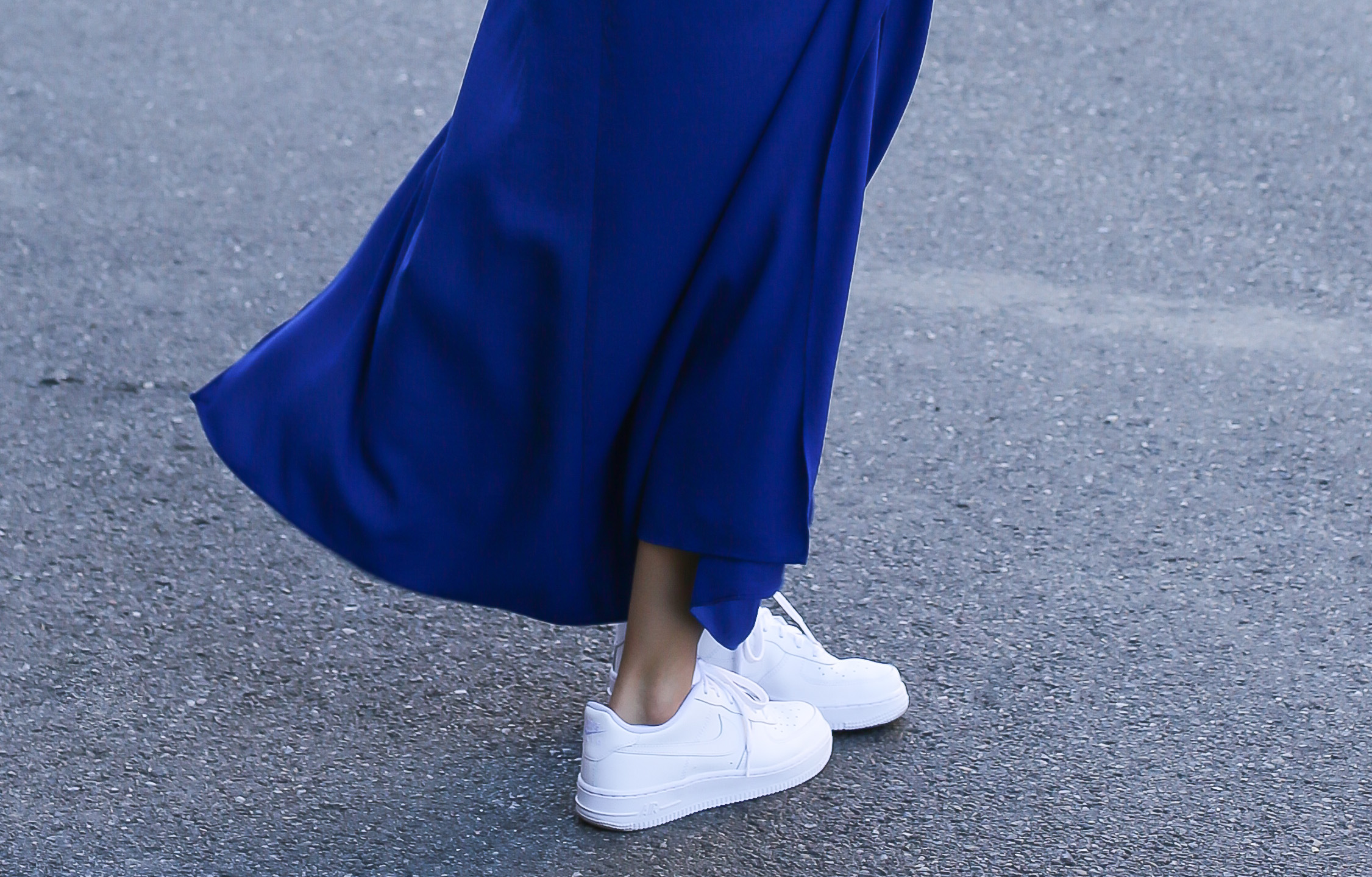 blog-mode-robe-bleue-baskets-blanches6