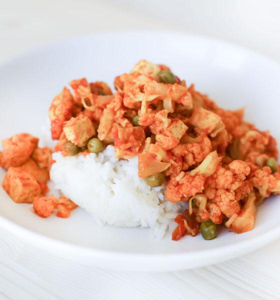 Curry de chou-fleur, tofu & petits pois